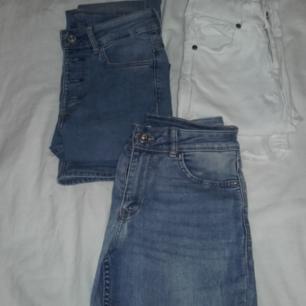 Olika jeans. prisen och storlekarna är olika,Fråga gärna om fler bilder😊