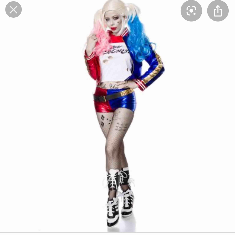 Säljer oanvända Harley quinn shorts tröja och skärp . Kostymer.