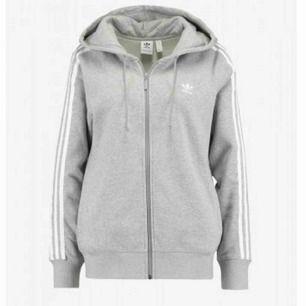 hoodie från adidas, ny pris 700kr <333 sitter jätte fint på kroppen (inte min bild)