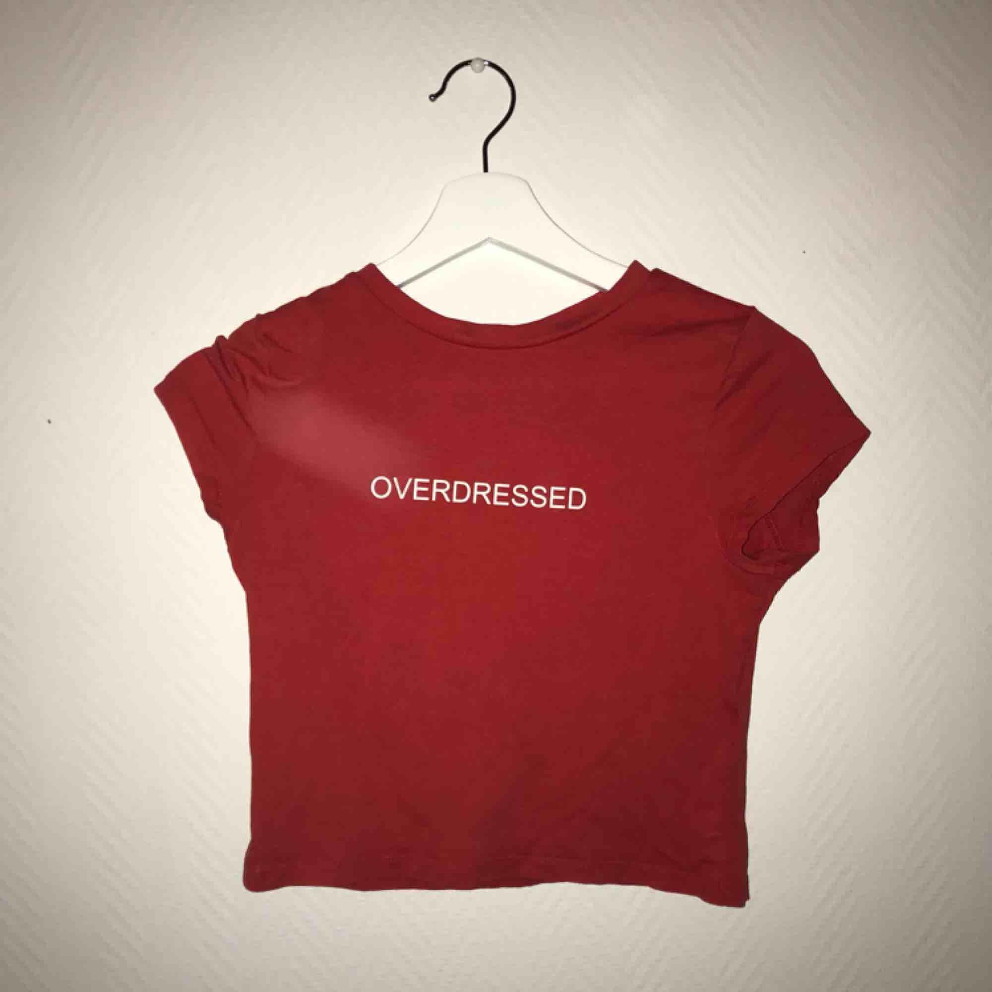 Köpare står för frakt, magtröja. T-shirts.