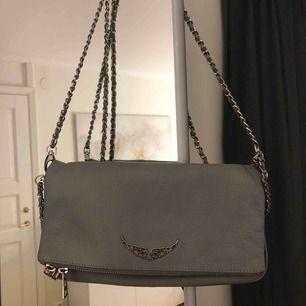 Grå Zadig Voltaire väska i väldigt bra skick. Pris kan diskuteras. Kvitto finns