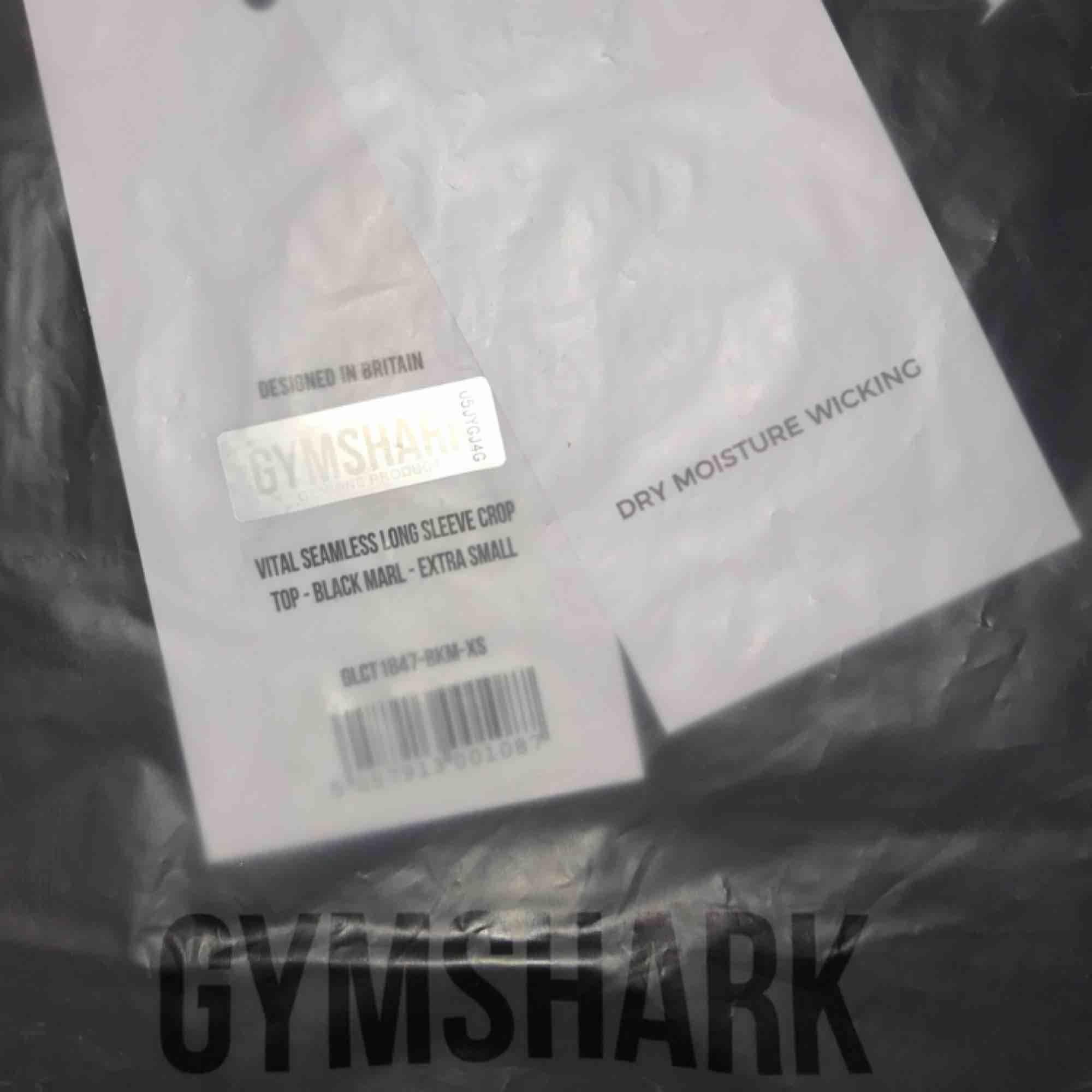 VITAL LONG SLEEVE CROP TOP från Gymshark. Säljes pga fel storlek, fortfarande prislapp på och i förpackning, ej provad.  Kan mötas upp i Trollhättan eller Göteborg/centralen. Skickas annars mot fraktkostnad.  Nypris 450kr. Toppar.