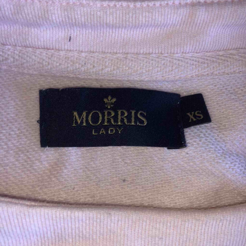 Ljusrosa Morriströja i fint skick inte använd jättemycket. Köptes för ca 1200 kr säljer nu för 250 kr. Köparen står för frakt.. Tröjor & Koftor.