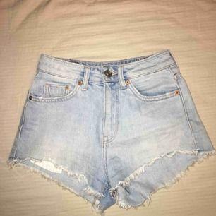 Säljer dessa shorts från HM divided, storlek 32. De sitter supersnyggt och är väldigt sköna :)