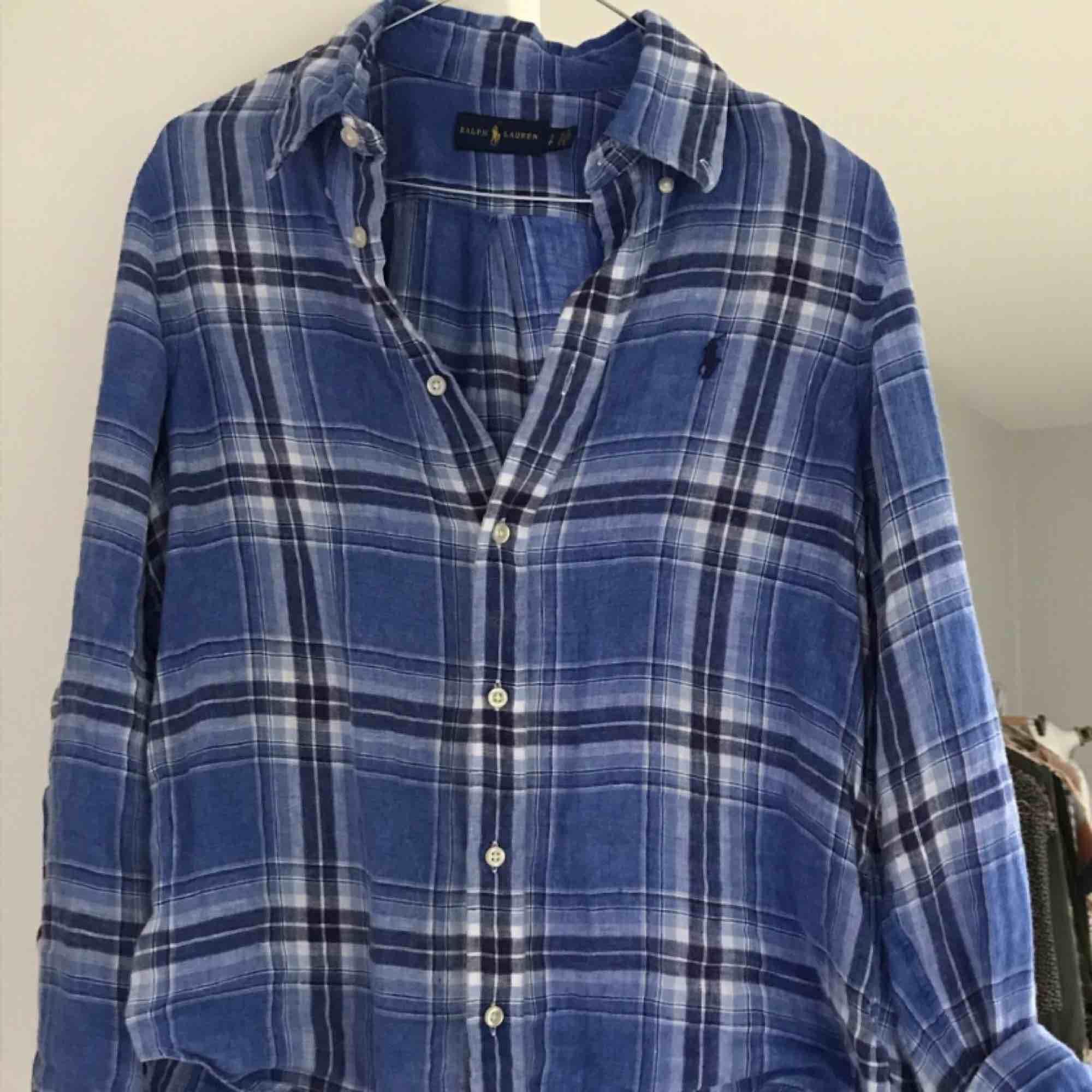 En jätte skön och fin linne skjorta från Ralph Lauren. . Skjortor.