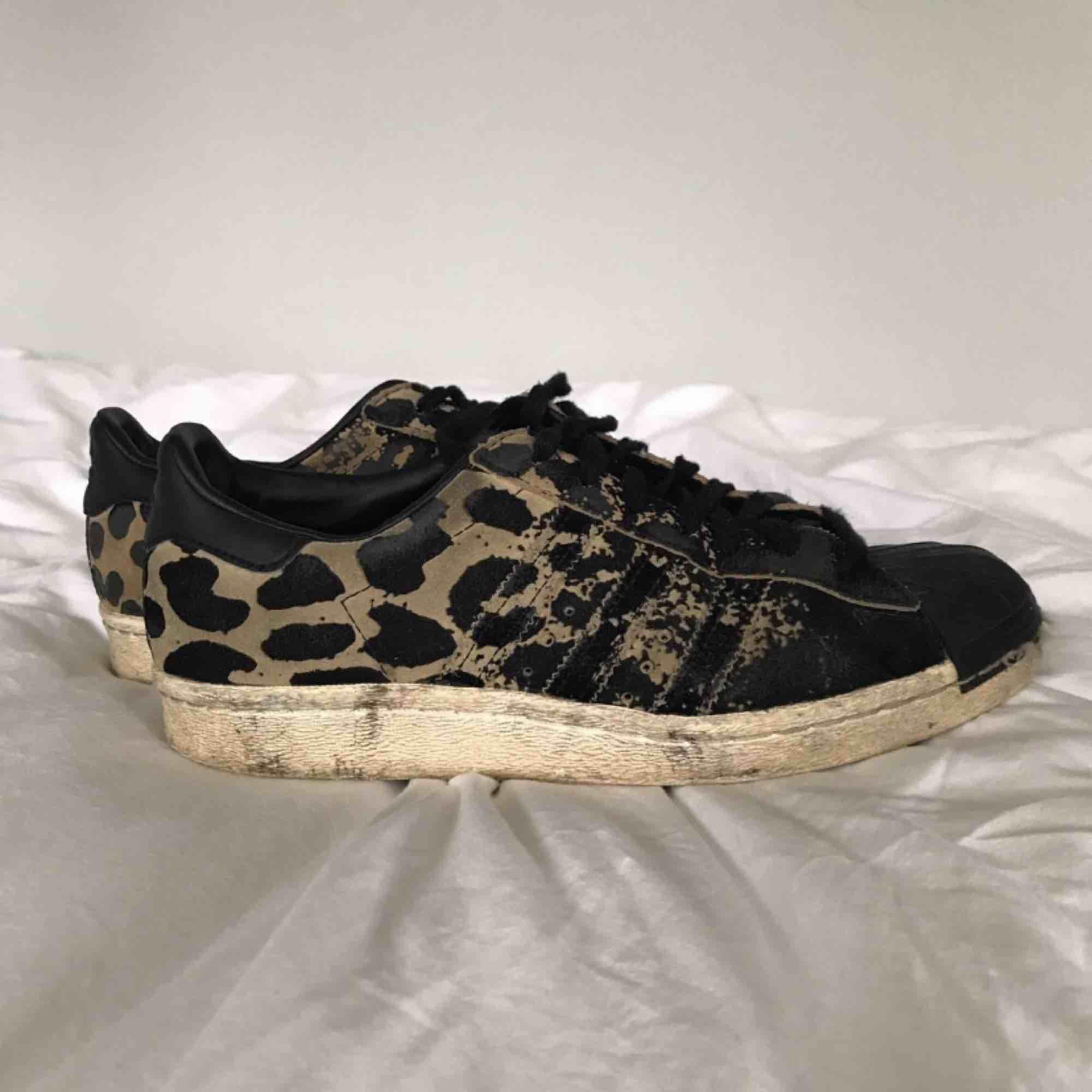 Adidas One star leopard skor . Skor.