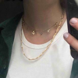 Halsband från Weekday🤑 Säljer pågrund av att jag ej använder det. Köparen står för frakt✨ (det med stjärnor är ej till salu)