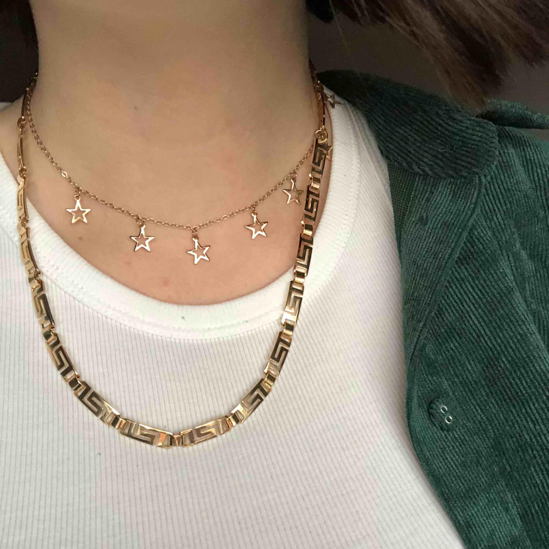 Halsband från Weekday🤑 Säljer pågrund av att jag ej använder det. Köparen står för frakt✨ (det med stjärnor är ej till salu). Accessoarer.