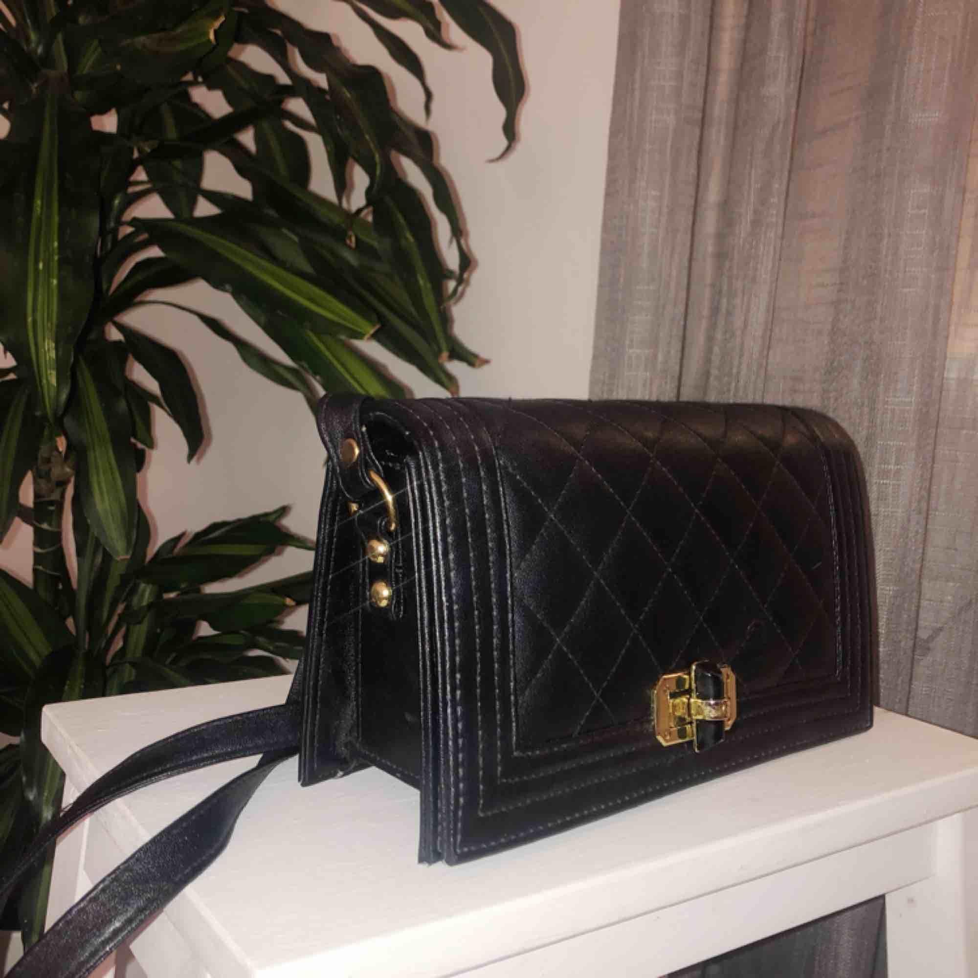 Liten väska som aldrig kommer till användning. Köparen står för frakt!✨. Väskor.
