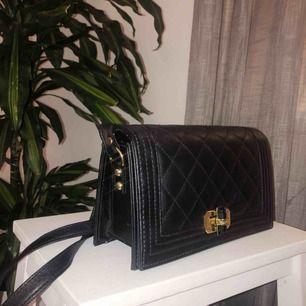 Liten väska som aldrig kommer till användning. Köparen står för frakt!✨