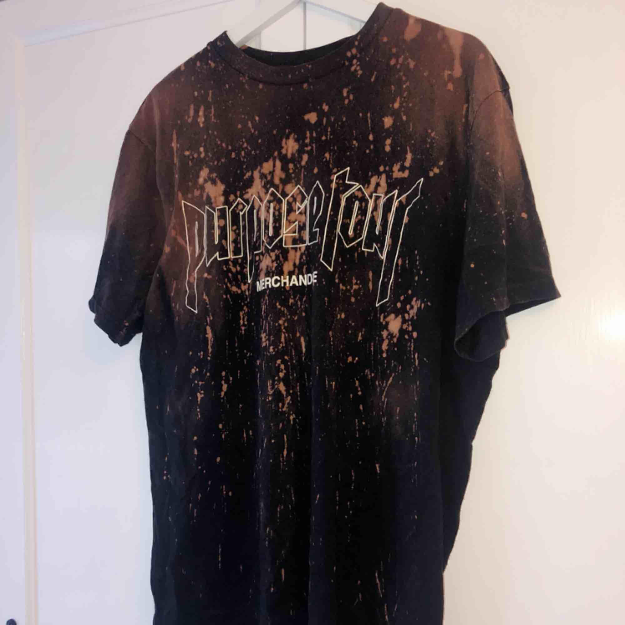 Oversize Purpose tour merch tshirt.  Köparen står för frakt!✨. T-shirts.