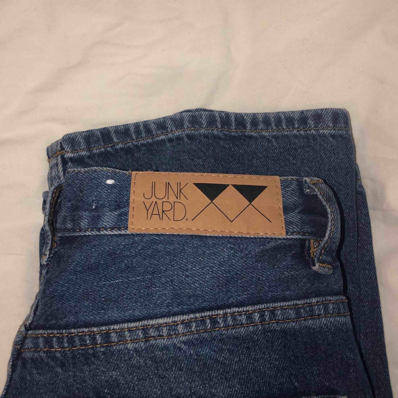 Coola mom jeans i nice material och passar till många plagg, köpta på Junkyard i somras för 500kr. Sålda nu tyvärr ): Frakt kostar 79kr men kan betala hälften om snabb affär, möts upp centrala Göteborg 💞. Jeans & Byxor.