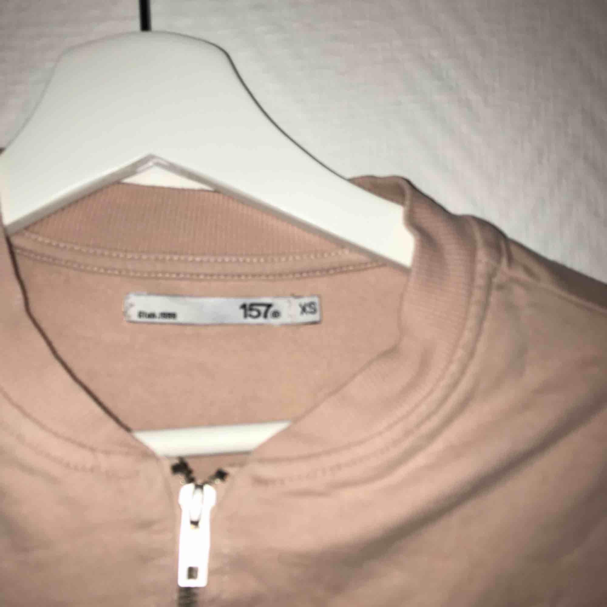 Rosa kofta.köparen står för frakt. Tröjor & Koftor.