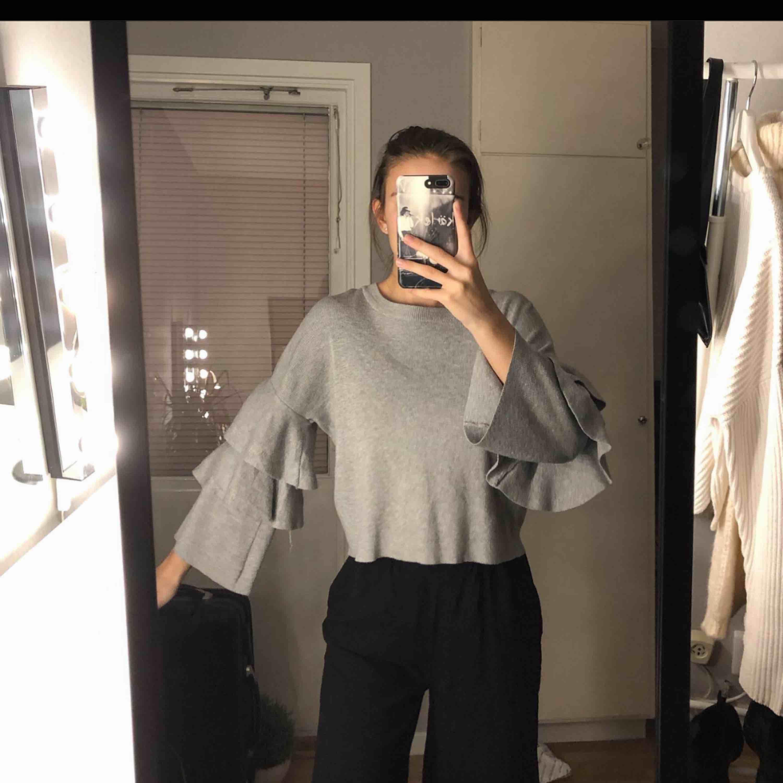 Fin tröja i mycket bra skick. Storlek xs men passar även s 💕 Köpare står för frakt men möts även upp i Linköping:). Skjortor.