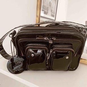 Jättefin väska från Nunoo (nypris 1699 kr) använd 1 gång! Säljes pga att jag ist vill ha en i mocka.