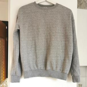 Grå sweatshirt från hm, strl xs, frakt ingår i priset 🌺