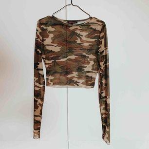 Mesh top i camouflage  Passar stl S-L beroende på önskad fit  Köpt secondhand