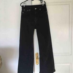 Svarta Ace jeans från weekday! Köparen står för frakt :D Möts gärna upp i Malmö