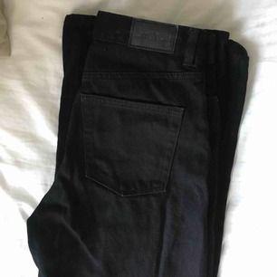 Svarta Yoko jeans från Monki!! Köparen står för frakt :D Möts gärna upp i Malmö