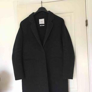 Oversized kappa i ullblandning från Mango!! köparen står för frakten :D möts gärna upp i Malmö