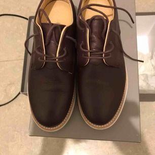 Skor från gram bordeaux leather använda fåtal gånger Finns kartong till