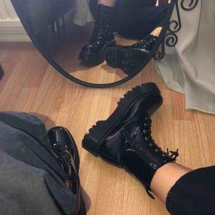 Boots från boohoo storlek 39 men är lite för stora för mig , aldrig använda. Köparen står för frakten
