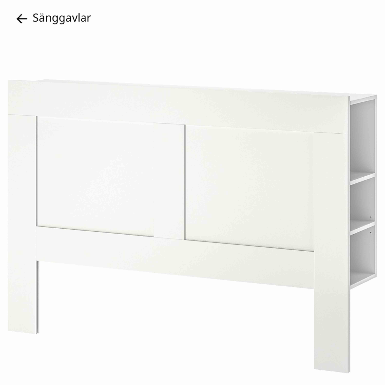 En fin vit sänggavel 160cm Nypris 995kr fint skick!  Från Ikea . Övrigt.