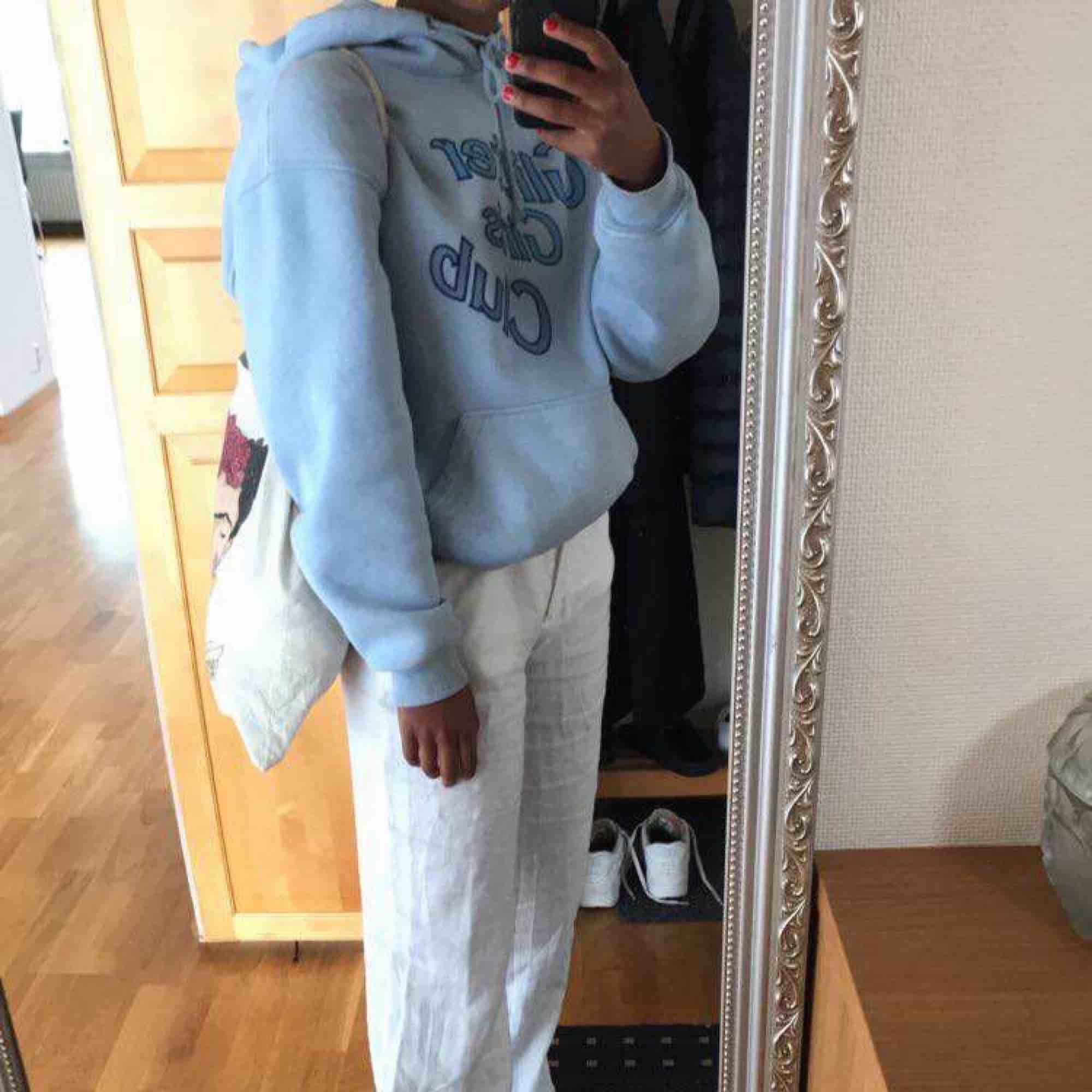 Säljer min glitter girls club hoodie!! Min favorit!!! . Huvtröjor & Träningströjor.