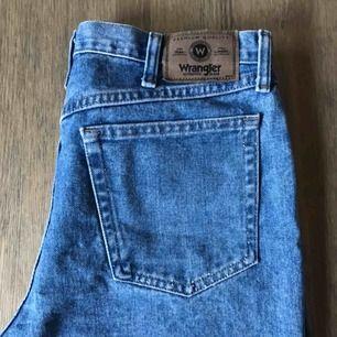Vintage Wrangler jeans köpta i London. Hög midja, tighta upptill och lite vidare i benen.