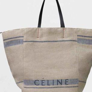 Säljer min Celine cabas Phantom bag,, köpt av en tjej på blocket för ett tag sedan och har använd ett par ggr,, fortfarande topp skick. ENDAST SERIÖRA KÖPARE TACK