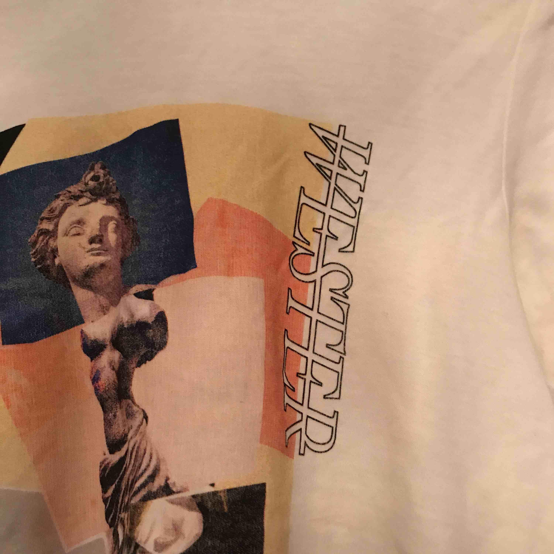 T-shirt från Carin Wester✨ Orginalpris var mellan 200-300kr. Använd 1 gång:) Möts upp i nacka eller central del av stan eller köpare står för frakt (ca 25kr). T-shirts.