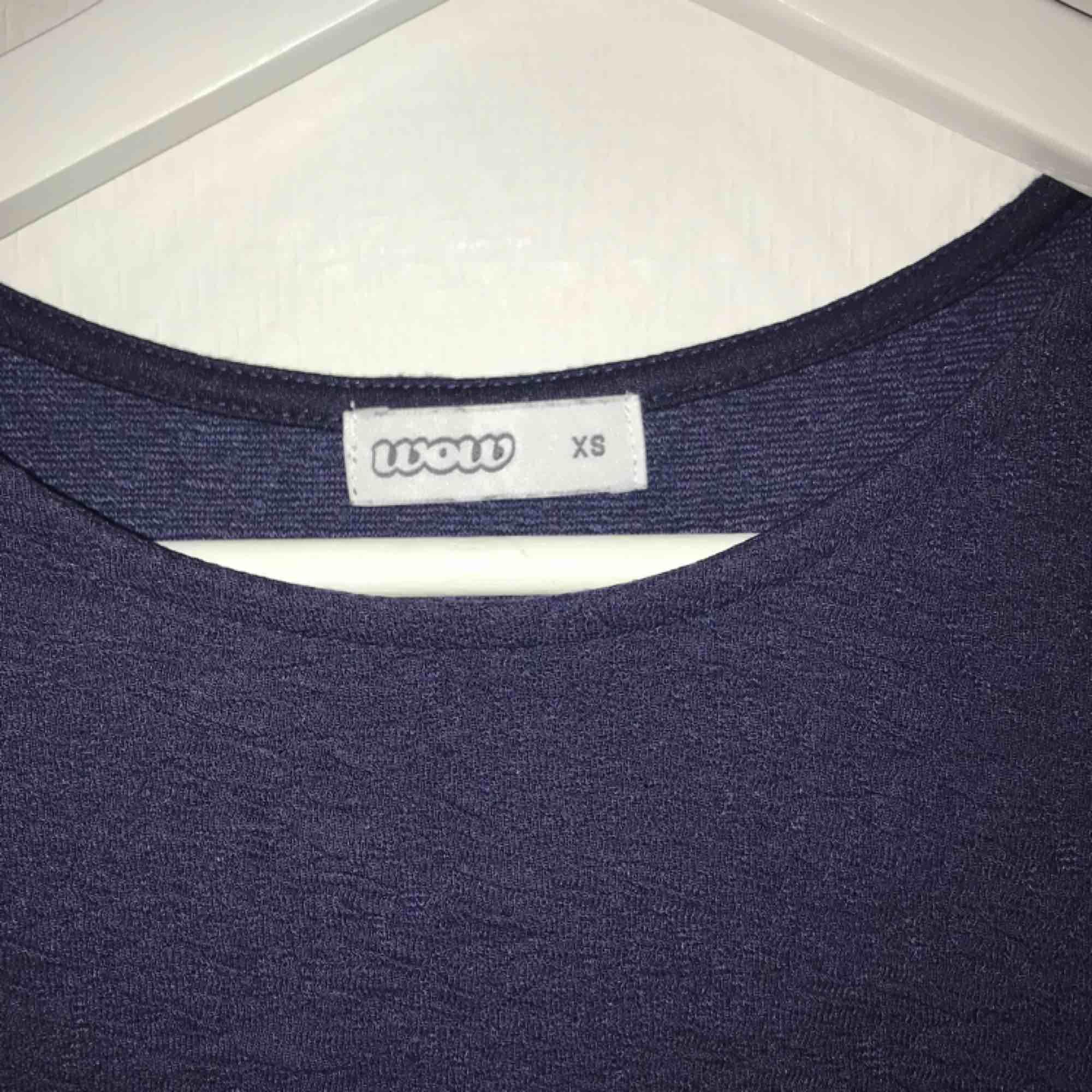 Blå klänning. Köparen står för frakt. Klänningar.