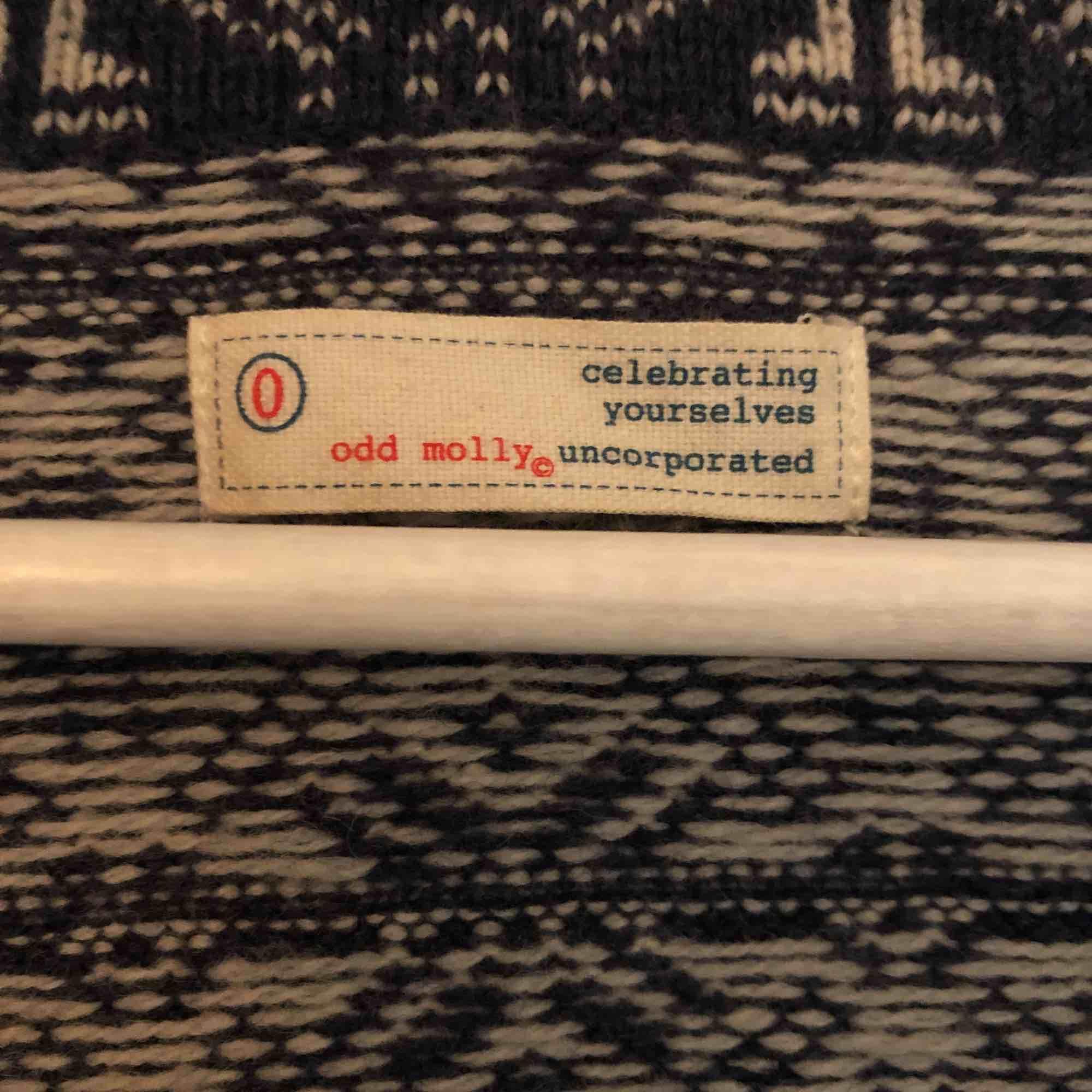 Blå Odd Molly kofta i storleken s/xs, i fint skick då jag endast har använt den fåtal gånger❤️. Tröjor & Koftor.