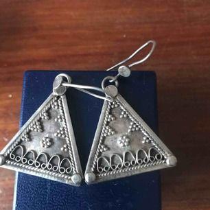 Silver örhängen  har stämpla 925 silver , pris inkl frakten