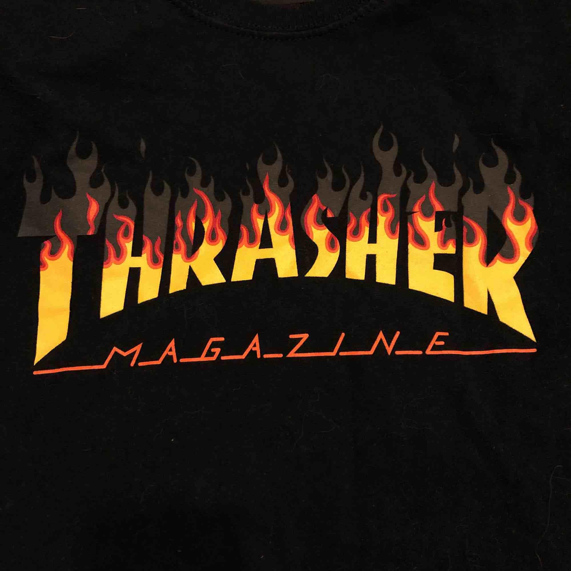 en thrasher t shirt som jag knappt använd. pris går att diskuteras. den är äkta . T-shirts.