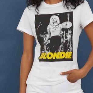 Denna tröja med Blondie tryck från h&m , storlek M men sitter mer som en xs/s
