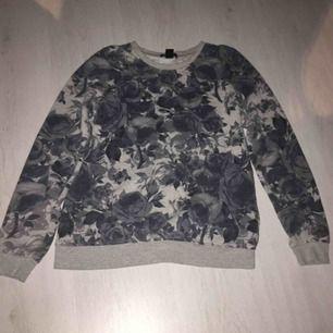 Super mysig sweatshirt från Amisu, felfri, aldrig använd! Drömmen nu till vinter! ❄️❄️Nypris 250kr! Kontakta vid intresse💞