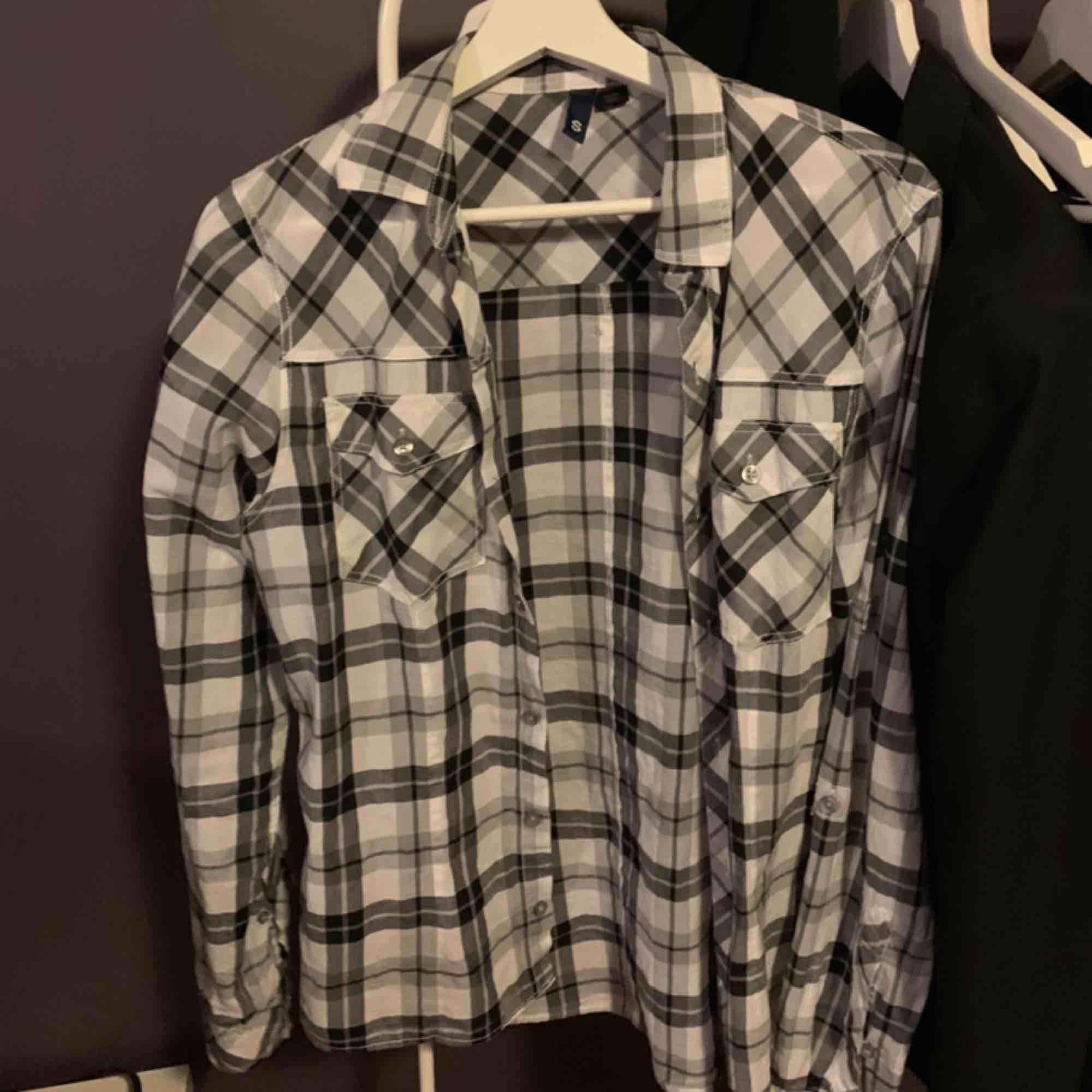 Använd 1 gång pga att det inte riktigt e min stil, men fett snygg!!!. Skjortor.