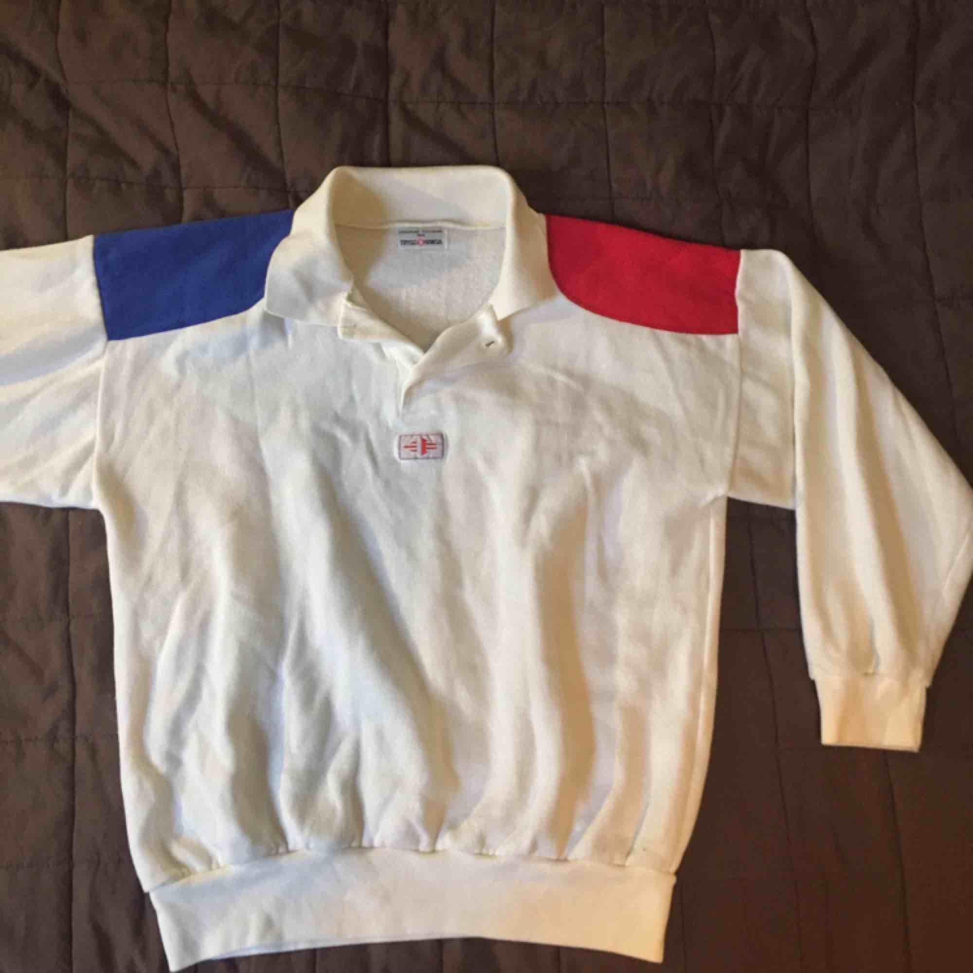 En pike hoodie från trygg hansa. Köpt på en loppis!. Toppar.