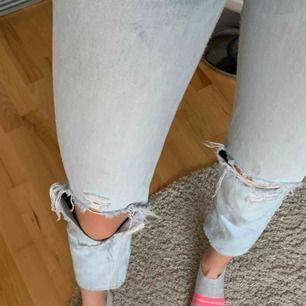 Jättesnygga jeans ifrån H&M. Dem är i storlek 25 och högmidjade. Säljer då dem blivit för korta för mig. Straight leg