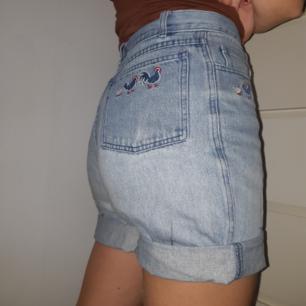 Mina älskade shorts som jag växt ur. Från märket meiko. Dom sitter nog rätt tajt på dig som är en M i storleken.