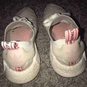 Säljer dessa super fina och sköna adidas skor som tyvärr inte kommer till användning.  Köparen står för frakt🥰