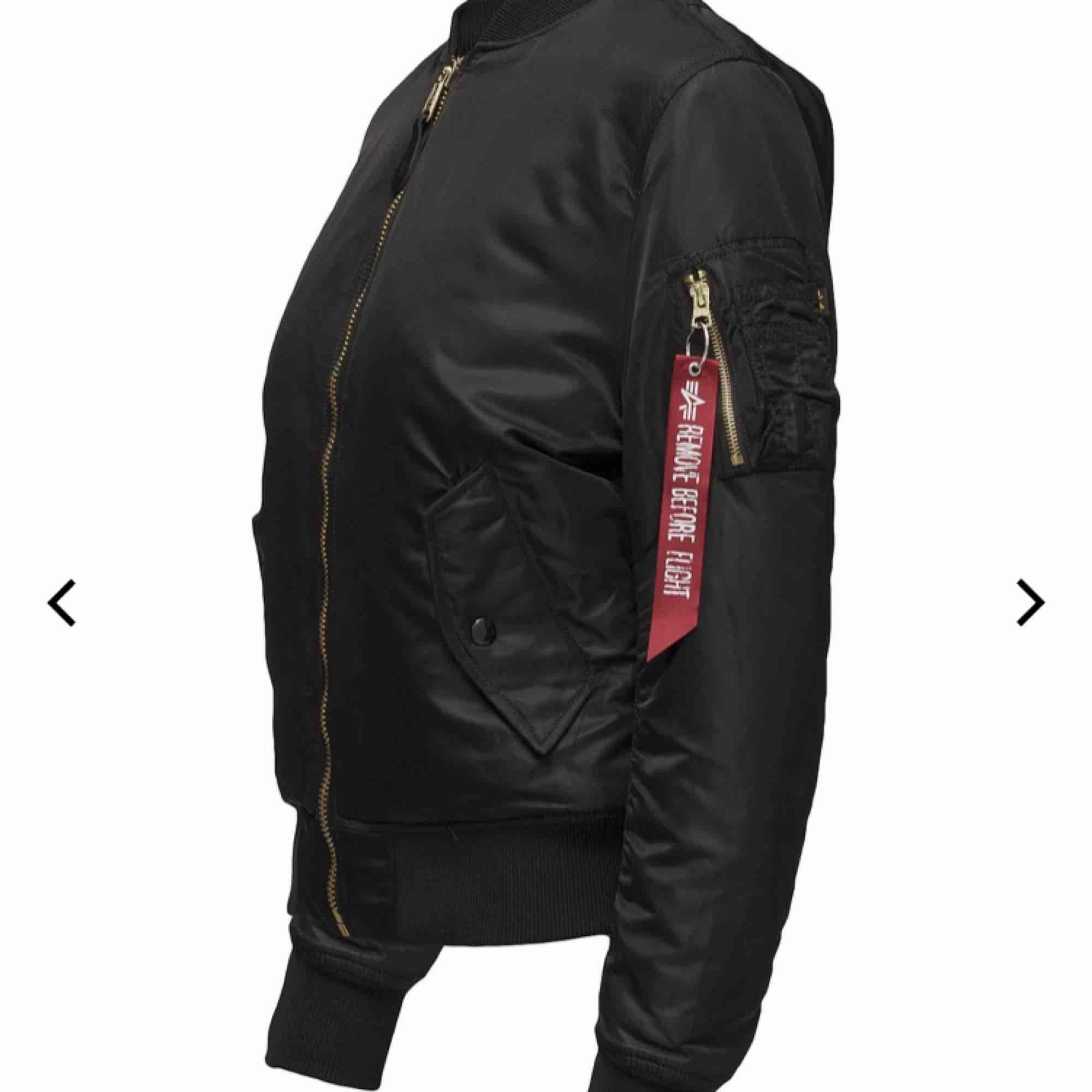 Säljer nu min alpha industries jacka då den blivit för liten för mig. Knappast använd, så den har väldigt fint skick. Säljer den för 700kr + frakt. Priset kan diskuteras!!. Jackor.
