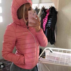 En rosa supersöt jacka från Everest Storlek är 158/164 men passar mig superbra som är en S