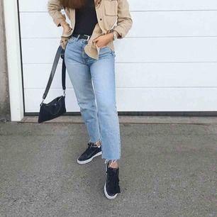 Straight jeans från Zara. Supersnygga, storlek 36. Frakt på 59 kr tillkommer 🥰