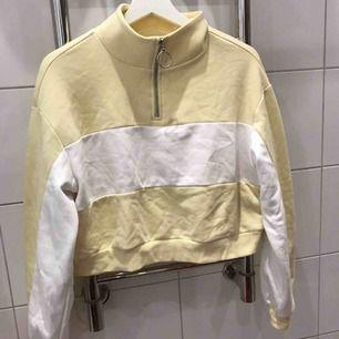 Croppad fin tröja från h&m  Super söt på  Storlek S