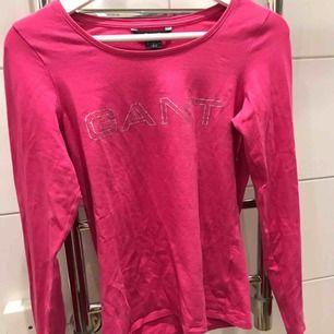 Långärmad rosa tröja från GANT Så fin och söt på  Strl s