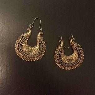 Guldiga örhängen från Indien! Skicka meddelande för mått. 29 med frakt!