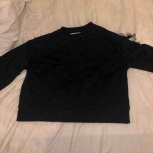 Ball tröja med fransar från Ivyrevel Använd Max 2 gng Köpt för 300kr Skit mysig