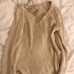 Beige stickad tröja från H&M. Aldrig använd 🥰